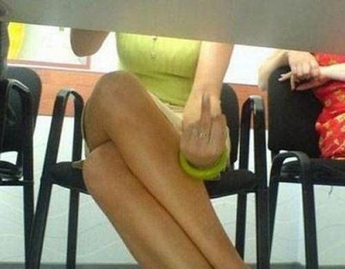 фото пдглядывание под столом
